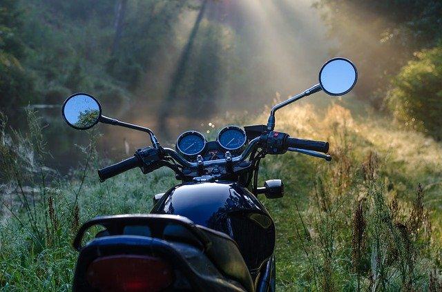 So bleiben Sie auf einer kalten Motorradtour warm